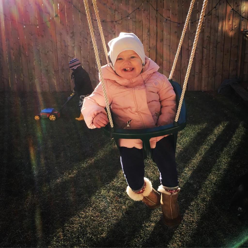 Sunshine and smiles! happiness mybabes hankandcoco saturdayswinging familytime familyiseverything freedomfamilyhellip